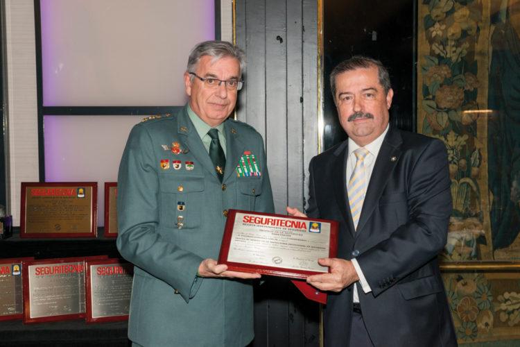 Trofeo al Mérito en la Trayectoria Profesional en Seguridad Privada.