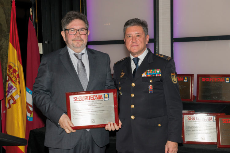 Trofeo al Directivo Usuario de Seguridad Privada.