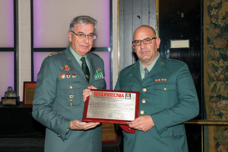 Trofeo al Mérito en el Servicio en la Seguridad Pública.