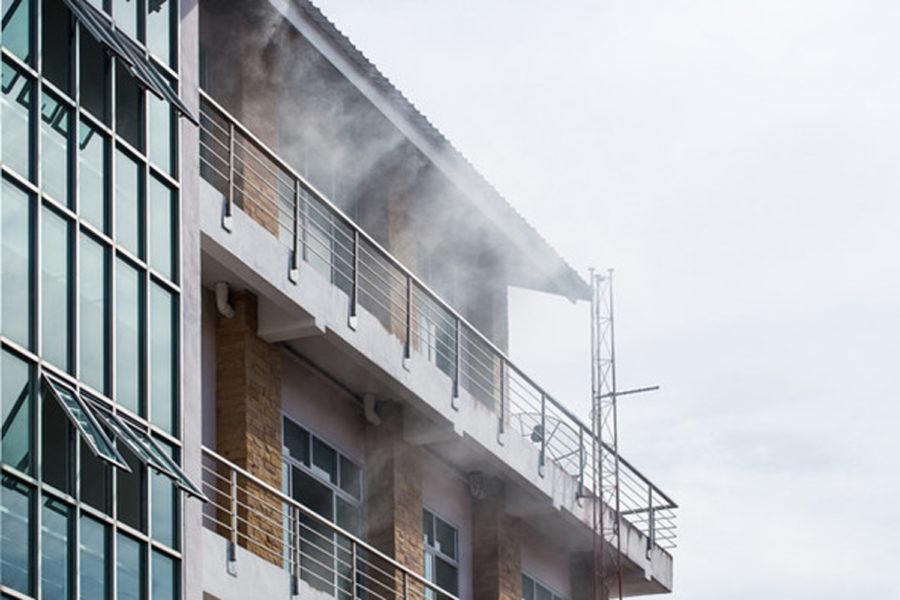 Incendio en un edificio.