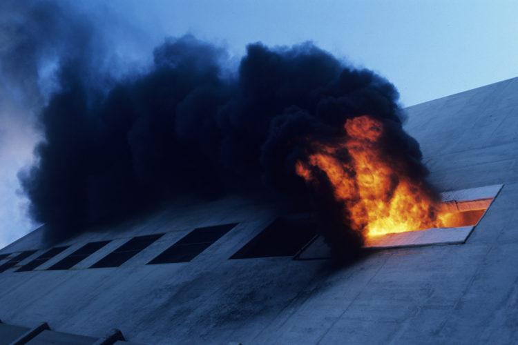 Fuego extendido. Servicios profesionales de extinción.