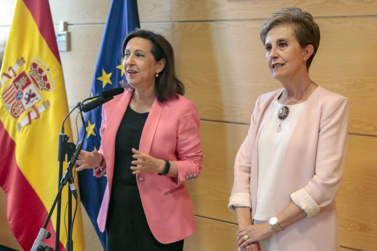 Margarita Robles y Paz Esteban