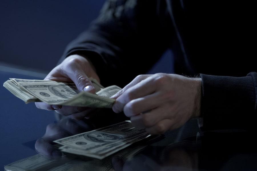 criminal cuenta dinero