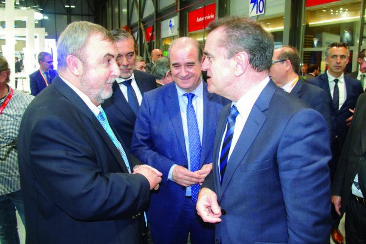 Javier Borredá, presidente de Seguritecnia, tuvo la ocasión de hablar con el delegado del Gobierno en Madrid, José Manuel Franco.