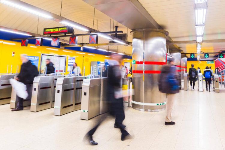 vigilantes metro madrid
