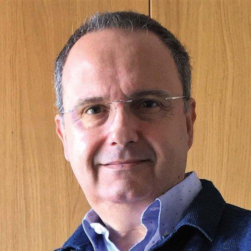 César Pérez.