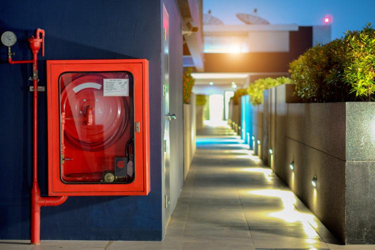 Instalación de una boca de incendios