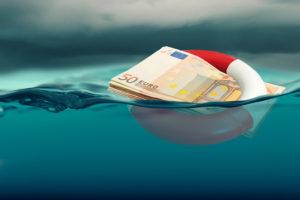Dinero en efectivo con un flotador.