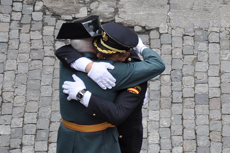 César Álvarez y Esteban Gándara se funden en un abrazo.