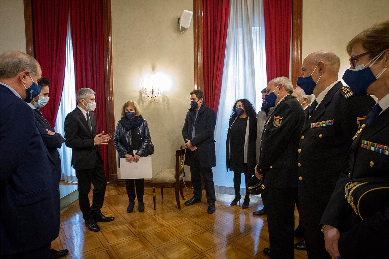 Acto de entrega de la Medalla de Plata al Mérito Policial a la familia de Esteban Gándara.
