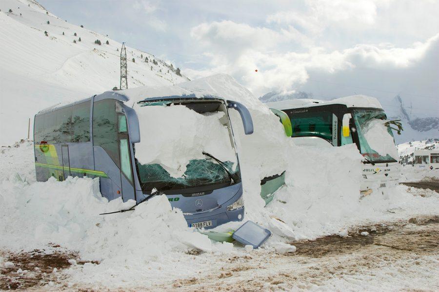Avalancha en el parking de Astún (Aragón).