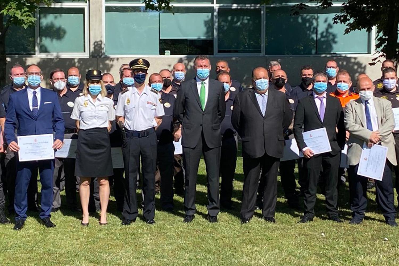 Autoridades y profesionales de la seguridad privada reconocidos.