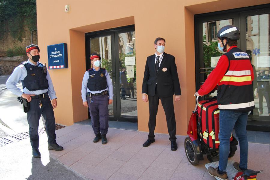 Entrada a la comisaría de los Mossos d´Esquadra en la Abadía de Montserrat.