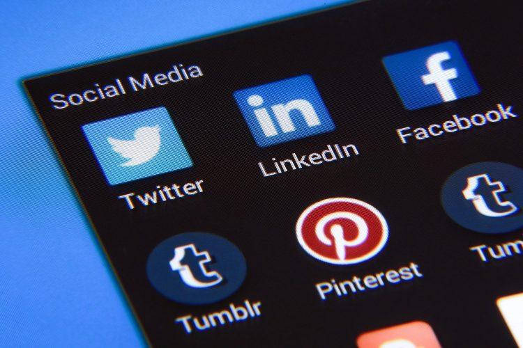 iconos de redes sociales Twitter, LinkedIn y Facebook